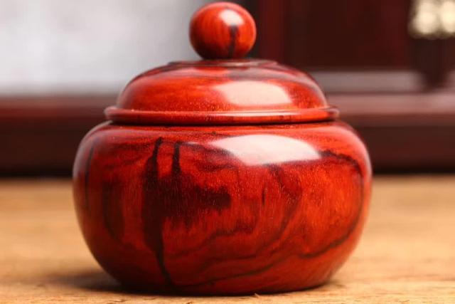 小叶紫檀铜盖茶叶罐