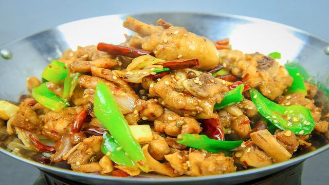 大厨教你麻辣干锅鸡的家常做法,香辣入味、鸡肉不腥不柴,超好吃