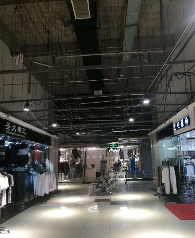 上海七浦路服装批发商场虽不高端:却成功转型,并没有被疏解关门