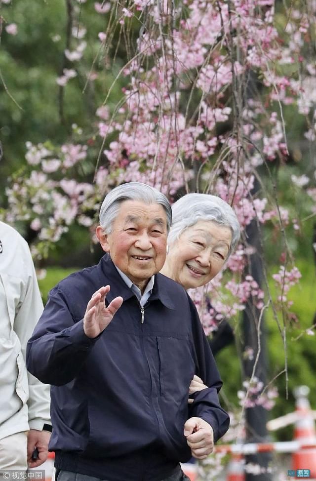日本明仁皇后的悲剧人生:皇室拿当她生育机器,拒绝... _网易新闻