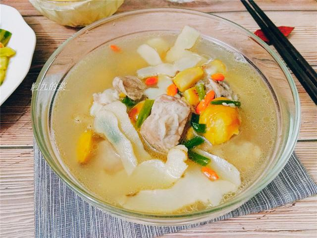 炖排骨汤时,谨记不要直接炖,学会这技巧,汤浓肉香无腥味