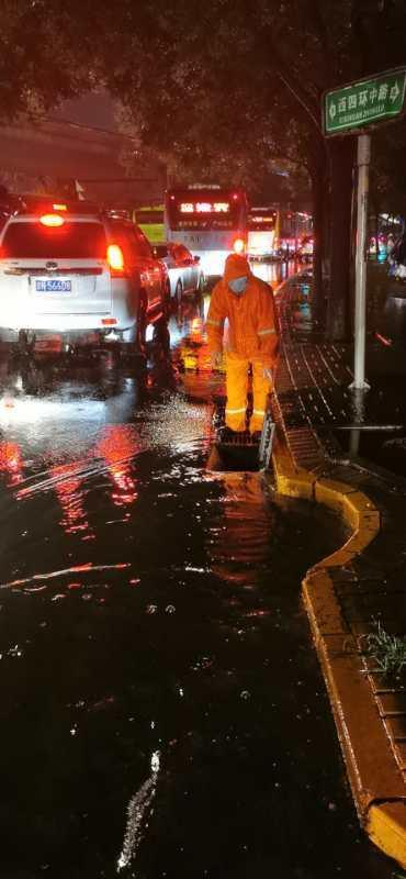 北京城区因降雨出现2处积水断路,已处置完毕