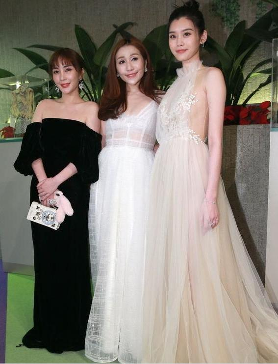"""被赌王最爱的四个女儿惊艳到!简直就是一本豪门白富美""""穿衣指南"""""""