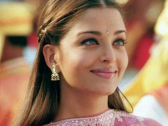 """""""世界最美女人""""感染新冠!印度疫情持续爆发,富人们却疯狂地炫富,推出""""世界最壕口罩"""""""