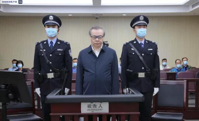 """省部级""""股神""""非法获利5000万被中纪委点名 还有人是他的7倍"""