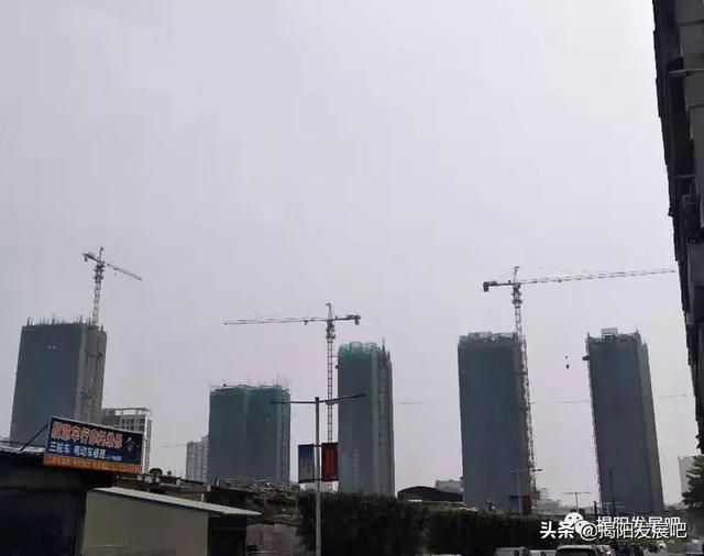 揭阳榕城区这座玻璃写字楼即将封顶