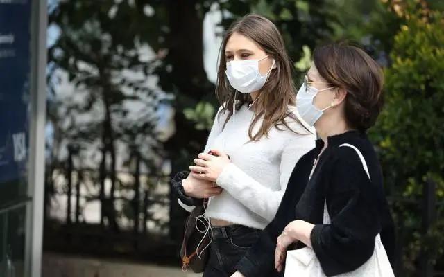 一个口罩8块钱!法国强制戴口罩引争议,低收入家庭称买不起