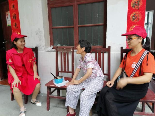 湖南省溆浦县:走进敬老院 情暖老人心