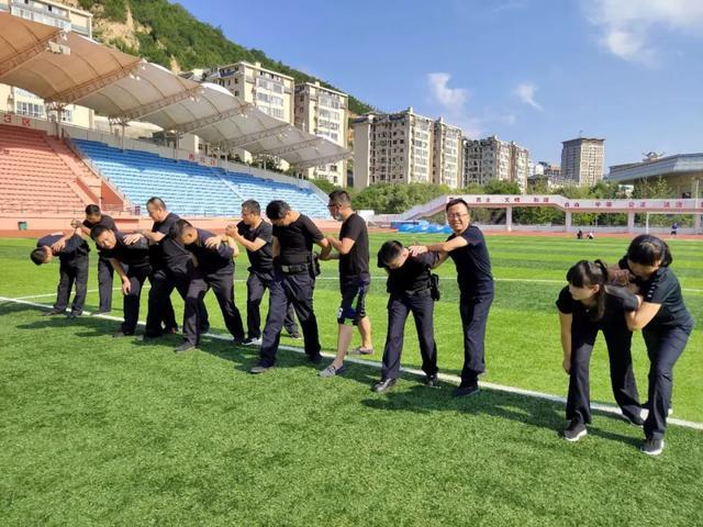 二大队事故处理中队进行警械及实战技能训练