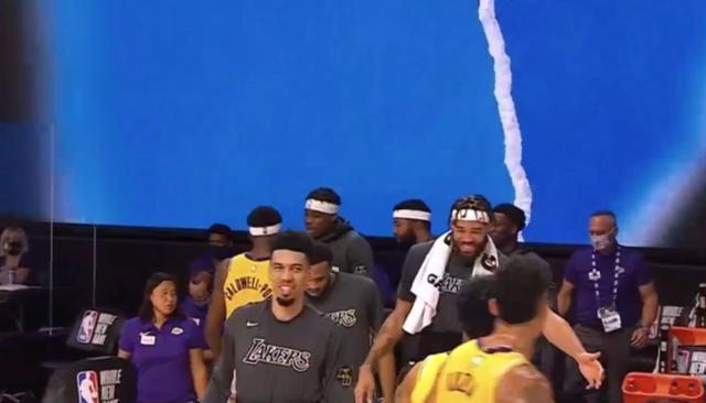 【影片】救贖組合來了!JR突破將球高高拋起,魔獸炸筐點燃湖人板凳席!-黑特籃球-NBA新聞影音圖片分享社區