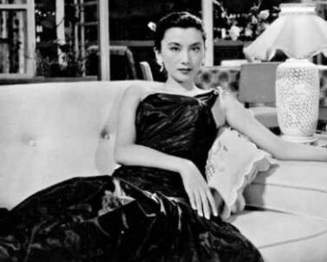 """王家卫眼中的""""第一古典美人"""":她被金庸暗恋,一手捧红刘德华"""