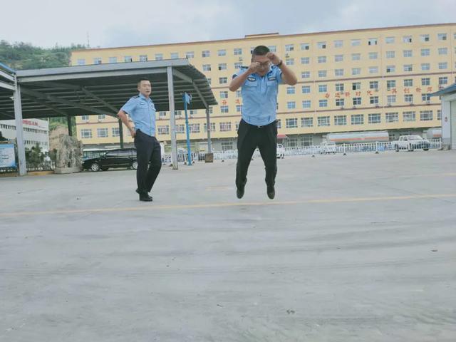 延安市公安局交警支队经开大队李渠中队持续开展体能大练兵