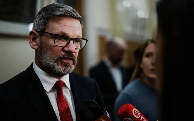 最新!新西兰宣布移民新捷径:去养猪!年薪30万,没跟你开玩笑