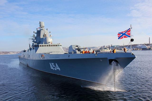俄海军有多尴尬?自己的战舰才五千吨,俄富豪却有1.6万吨的游艇