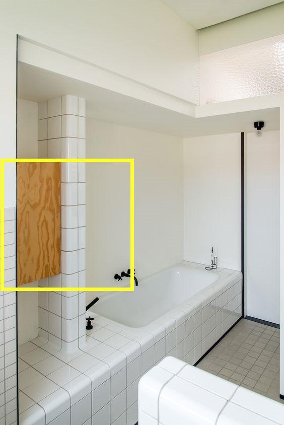 浴缸台延伸30公分到墙面,中间加隔断墙塞悬空柜,多2大功能赚了