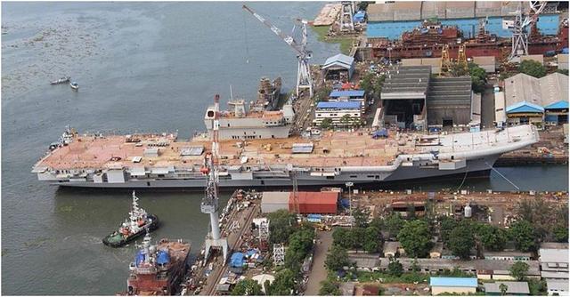 印度首艘国产航母12年仍未建好,印国防部:再给我两年赶超辽宁舰