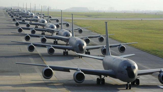 空军规模排行榜:美13300架,俄4163架,印2100架,中国多少架?