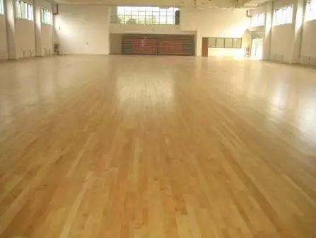 篮球场最好木地板