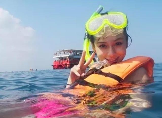杨颖穿泳衣凸出透明
