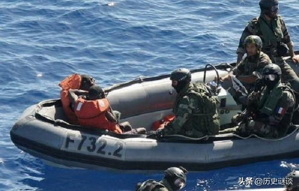 索马里海盗杀人图片
