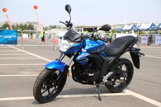 轻骑铃木小排量街跑GIXXER155上市,售价12980元