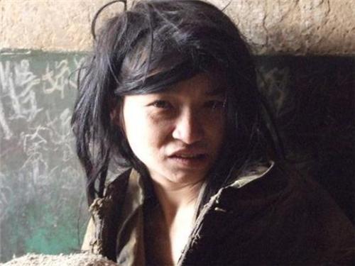 皮肤白皙女大学生遭拐卖,被关在猪圈17年,老汉称:打不死的婆娘