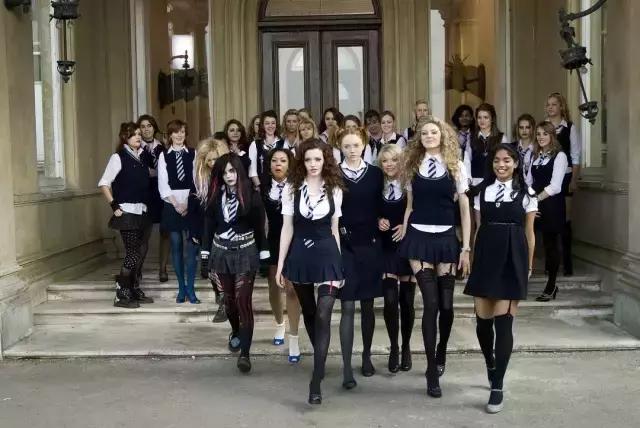 """满屏都是大长腿,这群英国""""坏女孩""""让人欲罢不能"""