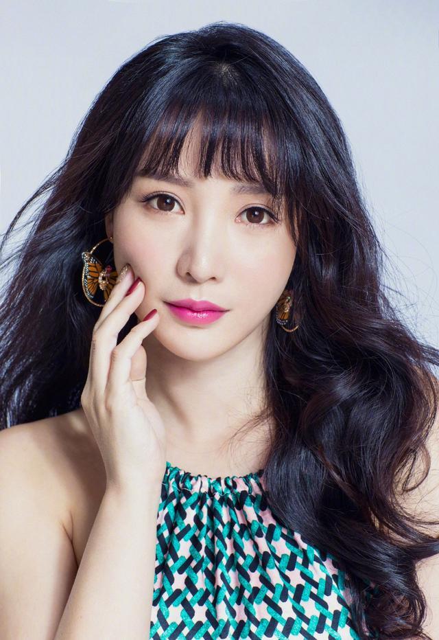 柳岩最新照片,娱乐圈身材最棒女星,没有之一,每... _东方头条