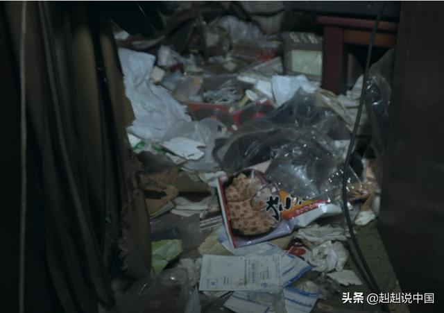 """""""收尸人""""清扫日本孤独死老人住处 现场十分恶心"""