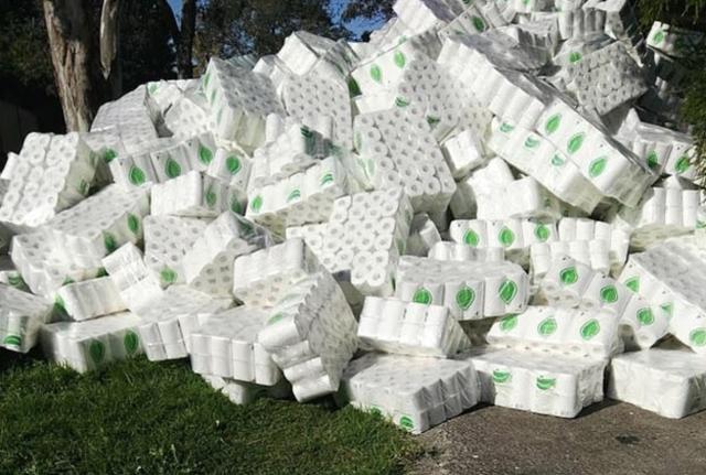 华裔女子从中国进口万卷厕纸帮助澳洲老人,却被黑成囤货还遭哄抢