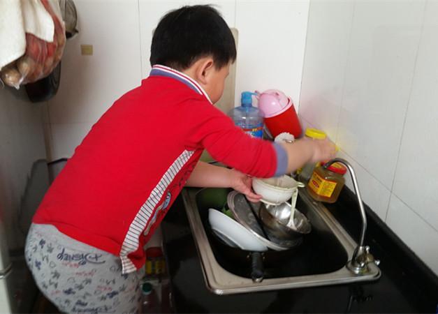 为什么要让孩子做家务?嫁入豪门的郭晶晶给出了最完美的答案