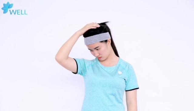 颈椎不适,不花钱不吃药,一个拉伸动作,快速缓解颈椎疼痛