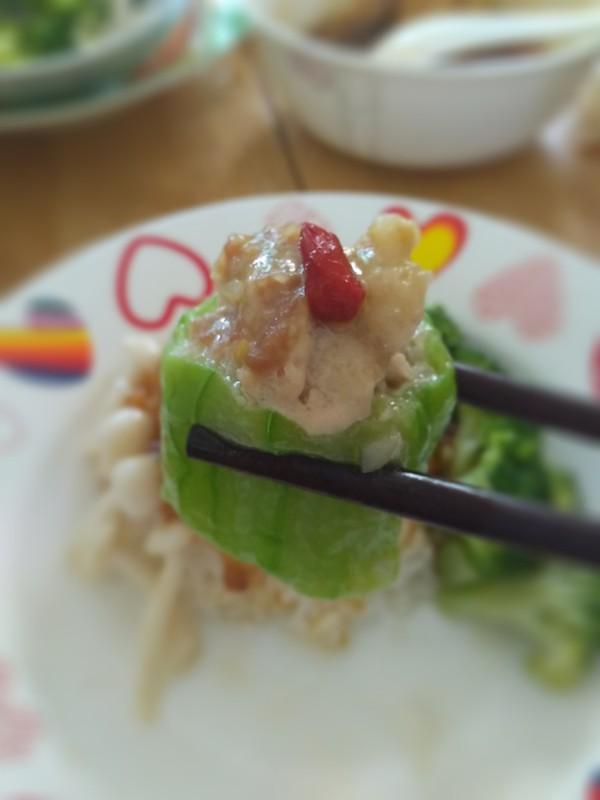夏天一定要做這道清爽應景菜-絲瓜釀肉,入口清甜,鮮嫩多汁