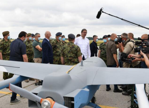 历史性突破,中国军机首次敲开欧洲军火市场,总统亲赴机场迎接
