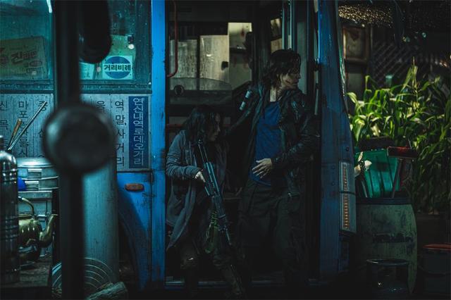 """豆瓣5.7分,4年等来狗尾续貂,《釜山行2》难逃""""续集烂尾""""定律"""