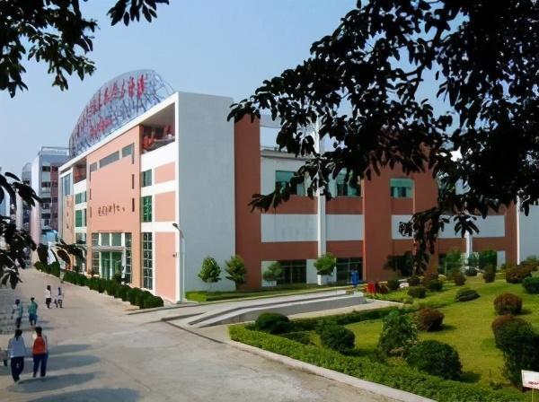 广州轻工技师学院宿舍