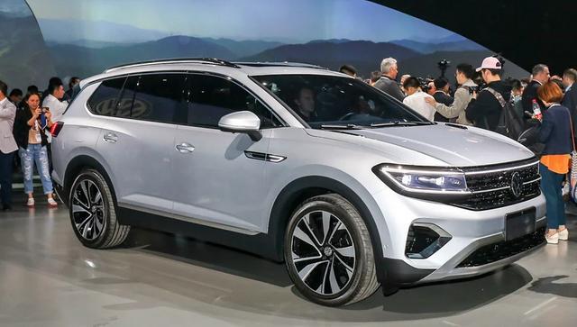 一汽大众旗舰SUV曝光,比途昂更大,设计更时尚,尾标还会发光