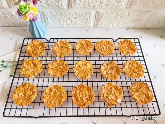 花环焦糖杏仁饼干,还可以这么美啊!烘焙居然可以这么有艺术感!