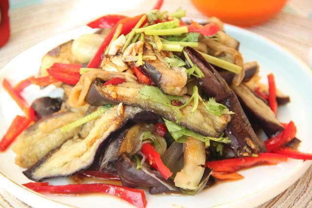 夏天做饭很苦恼,教你一道开胃菜,常吃减少雀斑缓解老年斑