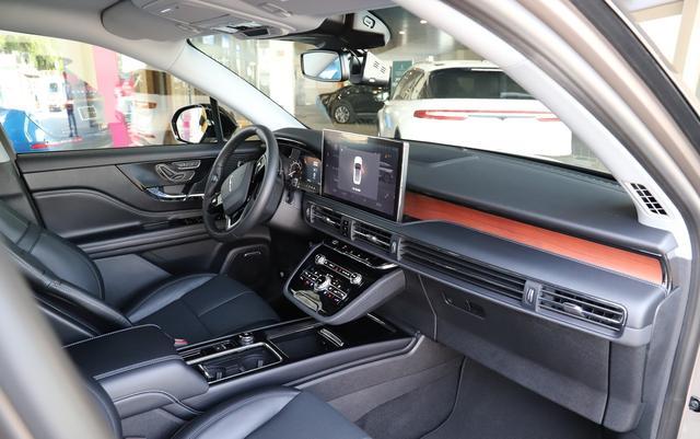 林肯终开窍,体型不输奔驰GLB,却比奥迪Q3还实惠,俩月卖四千辆