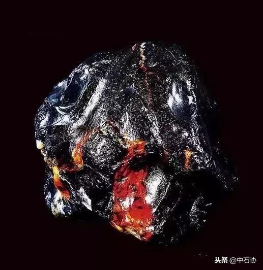 水晶原石观赏石拍卖价通常是多少?- 一起装修网