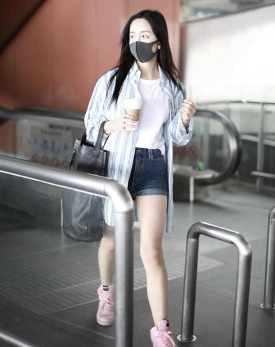 """有种""""整容""""叫娄艺潇,穿""""3cm""""短裤热舞,网友:... _新浪看点"""