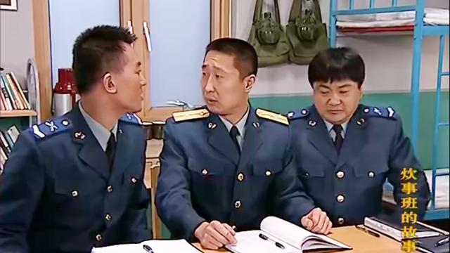 王班副才当了两天代理班长,就发生了误饭现象,被司务长批评
