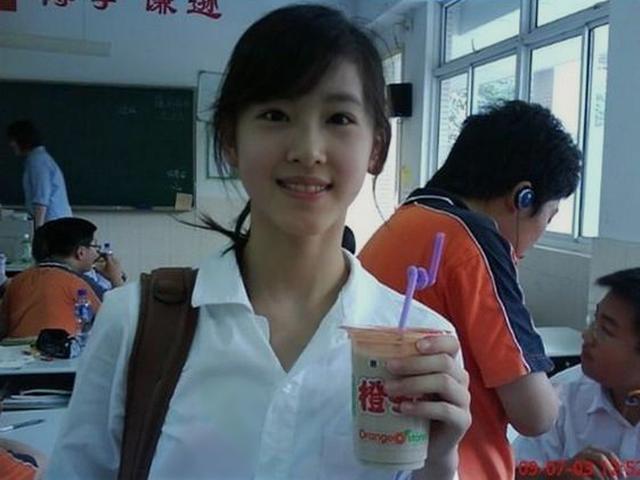 奶茶妹妹章泽天小时候就非常美,来看一组图片