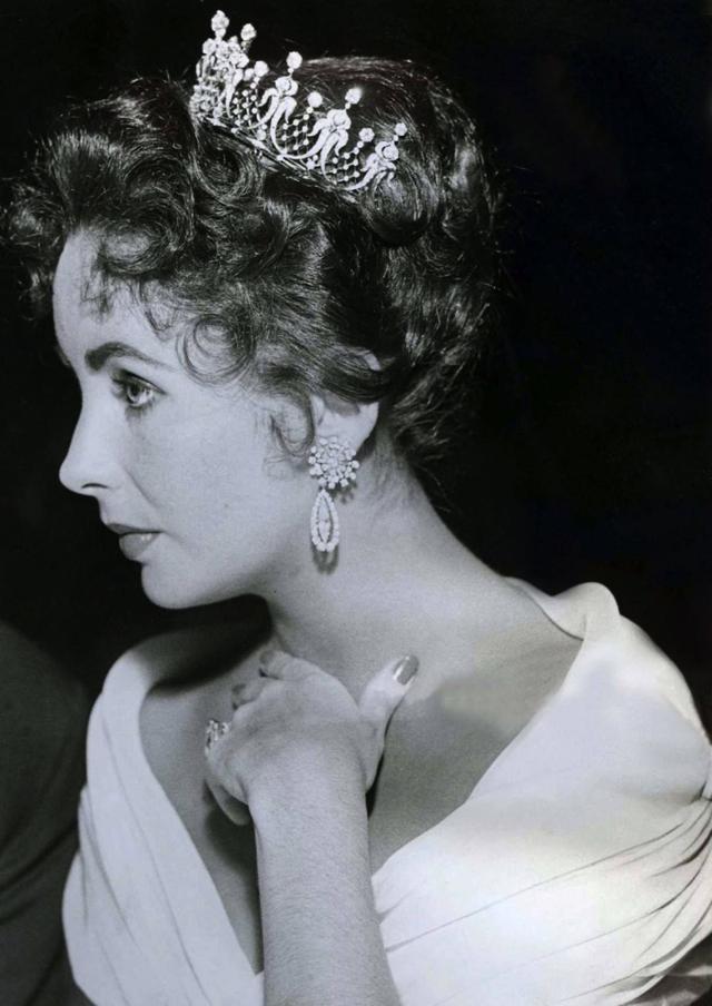 泰勒的王冠,玛丽的钻石吊坠,约瑟芬的冠冕,女神与珠宝总相宜