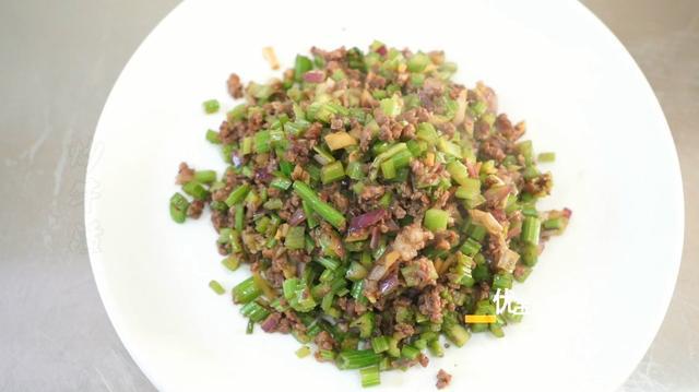 香芹炒烂牛肉,香辣入味,好吃的下酒菜,1斤不够吃