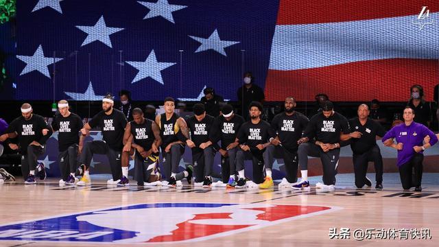 NBA复赛引热议,赛前NBA球员集体下跪抗议