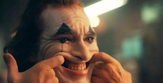 小丑强颜欢笑图片女
