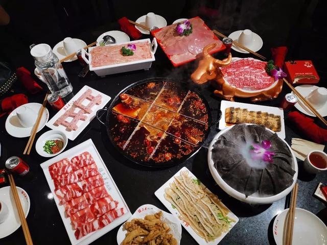 """""""镇三关火锅""""的二十八张桌子,总有你我从容饕餮的一席"""