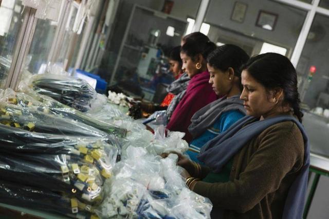 印度故意找茬严查中国货物,倒霉的却是韩国!三星手机一度停产